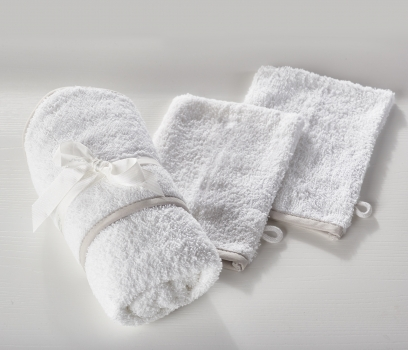 Hooded Towel and 2 Pack Wash Mitts White